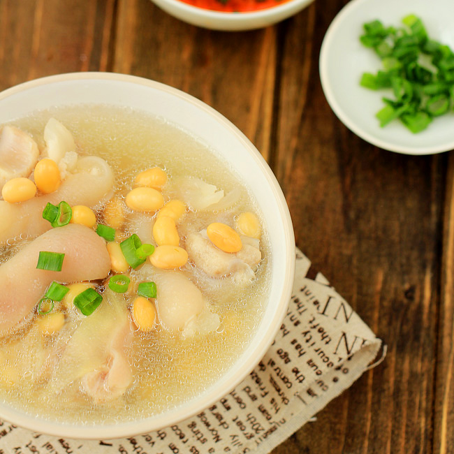 pig trotter soup with soy beans