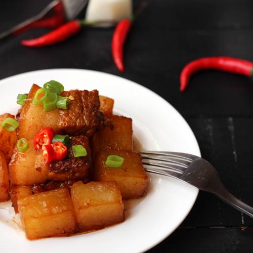 Braised Pork With White Radish