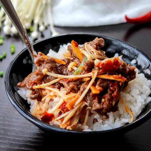 Stir-fried Beef with Needle Mushroom