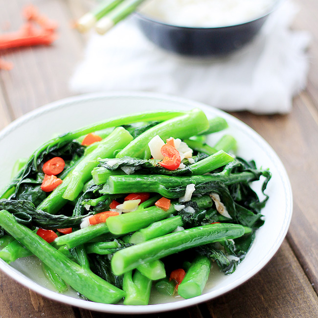 Chinese broccoli stir-fry in spicy pepper and garlic sauce!