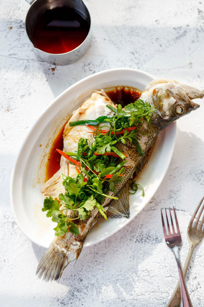 Steamed Chinese whole fish|chinasichuanfood.com