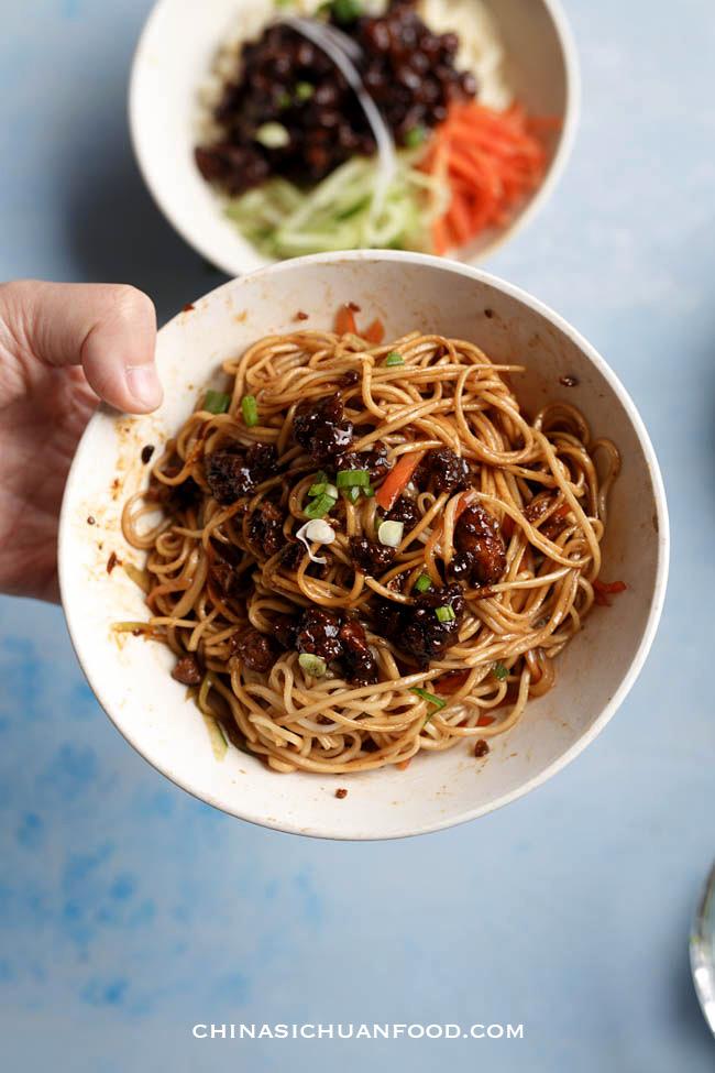 Zhajiangmian, fried sauce noodles|chinasichuanfood.com