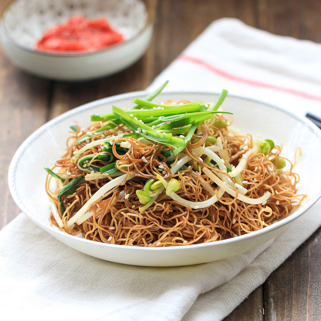 Soy Sauce Pan Fried Noodles (Cantonese Chow Mein)