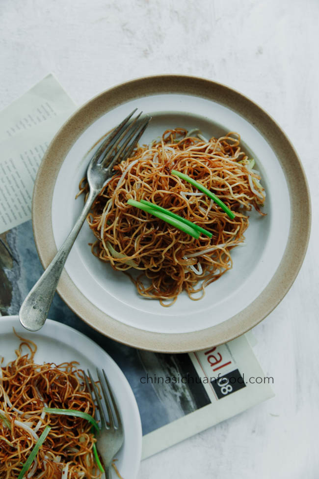 soy sauce fried noodles/Cantonese fried noodles|chinasichuanfood.com