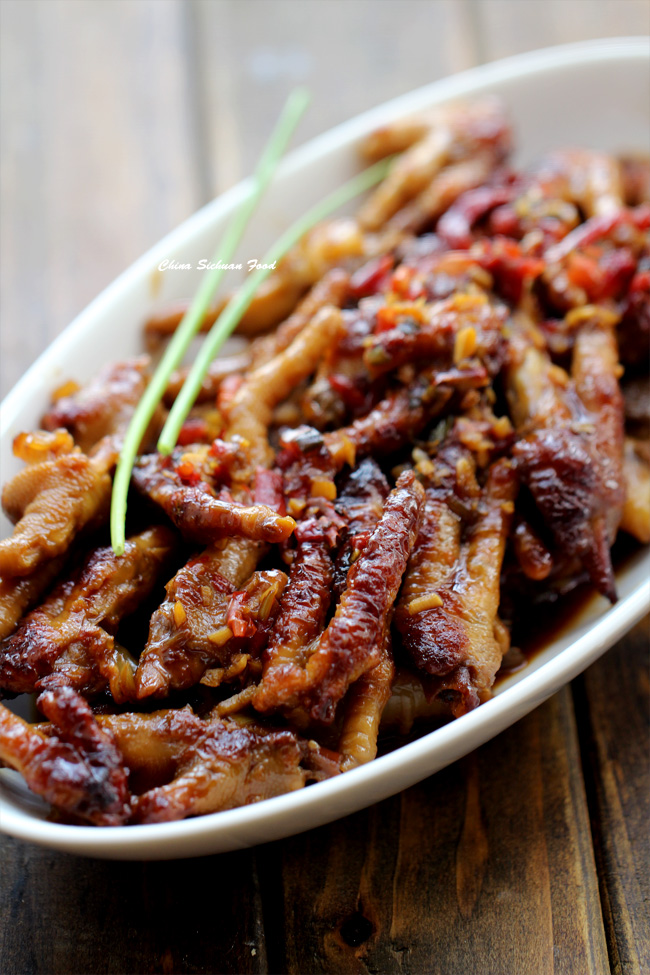 https://www.chinasichuanfood.com/wp-content/uploads/2015/01/dim-sum-chicken-feet.jpg