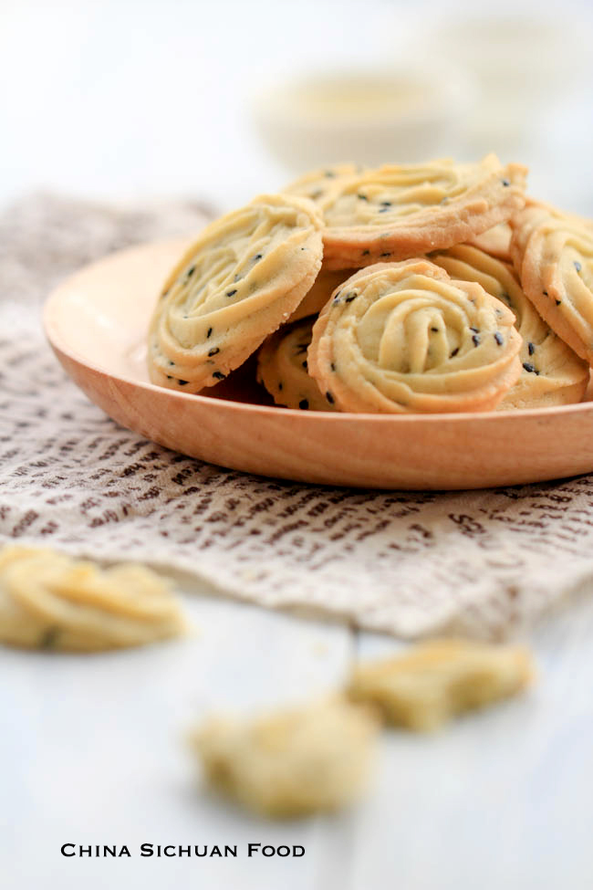 Chinese-Style-Butter-Cookie-with-black-sesame-3