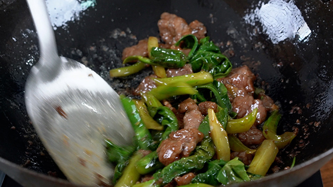 beef and Chinese broccoli|chinasichuanfood.com