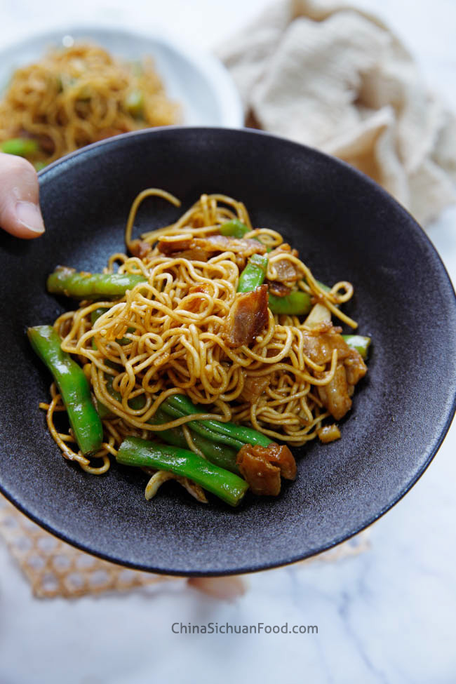 Chinese braised noodles with green beans chinasichuanfood.com