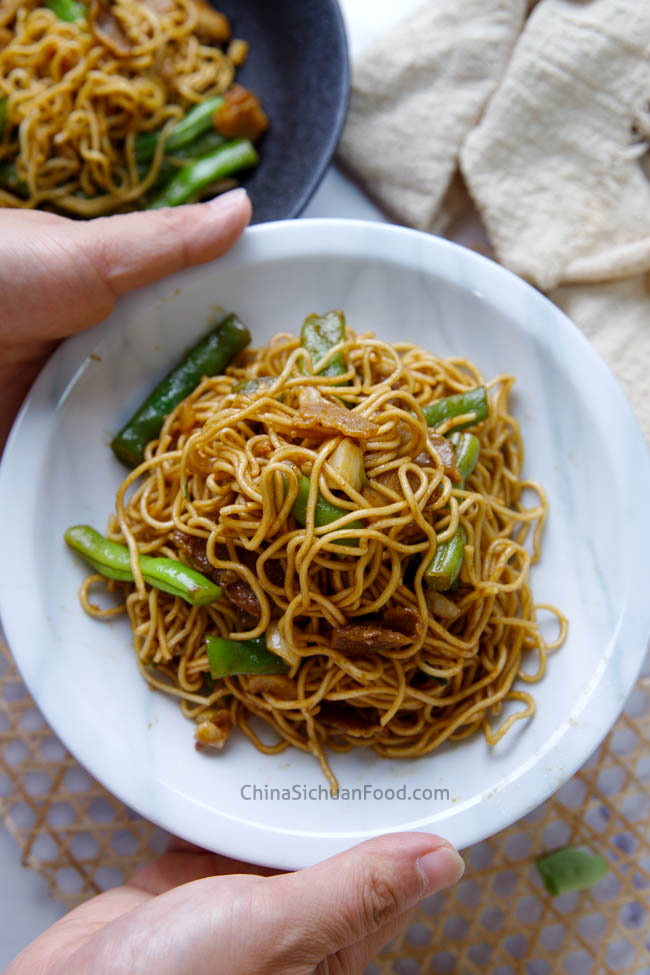 braised noodles with green beans|chinasichuanfood.com