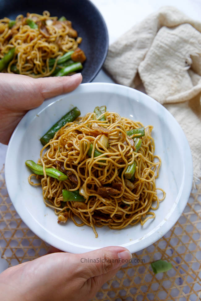 braised noodles with green beans chinasichuanfood.com