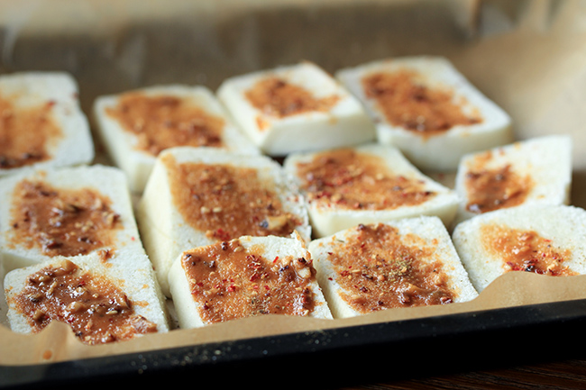 baked mantou slices with cumin