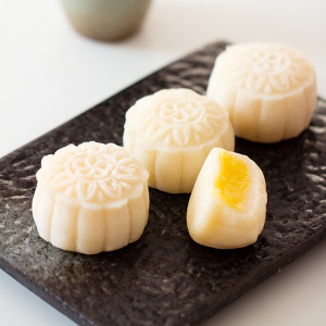 Snow Skin Mooncake-Video Recipe with Custard Filling ...