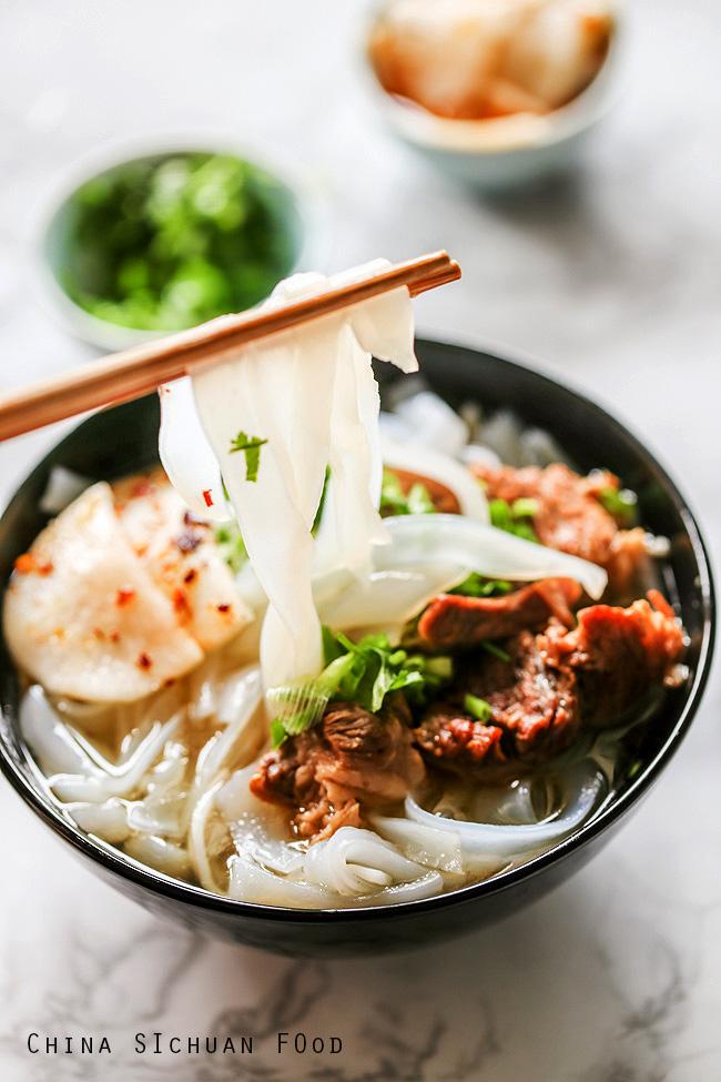 ho fun beef noodle soup