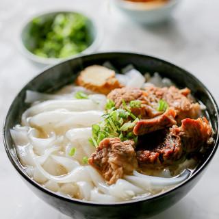 ho fun noodle soup