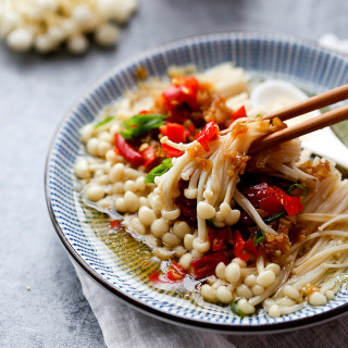 Steamed enoki mushrooms