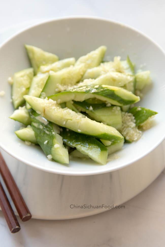 Chinese smashed cucumber salad|chinasichuanfood.com