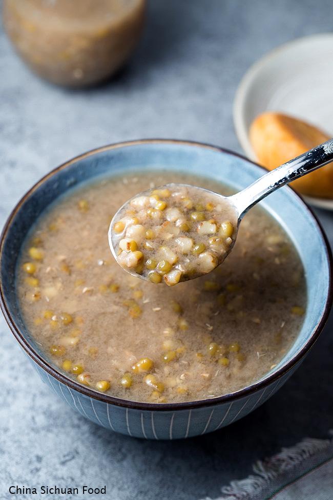mung bean soup- a traditional Chinese summer soup dessert