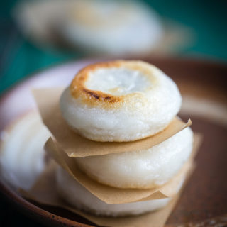 Sticky rice cake with red bean paste