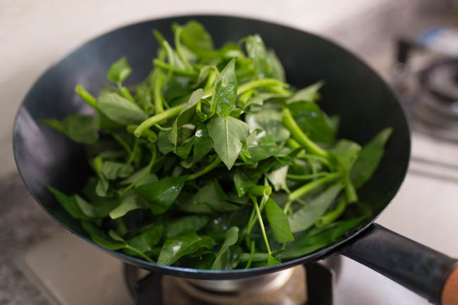 water spinach stir fry | chinasichuanfood.com