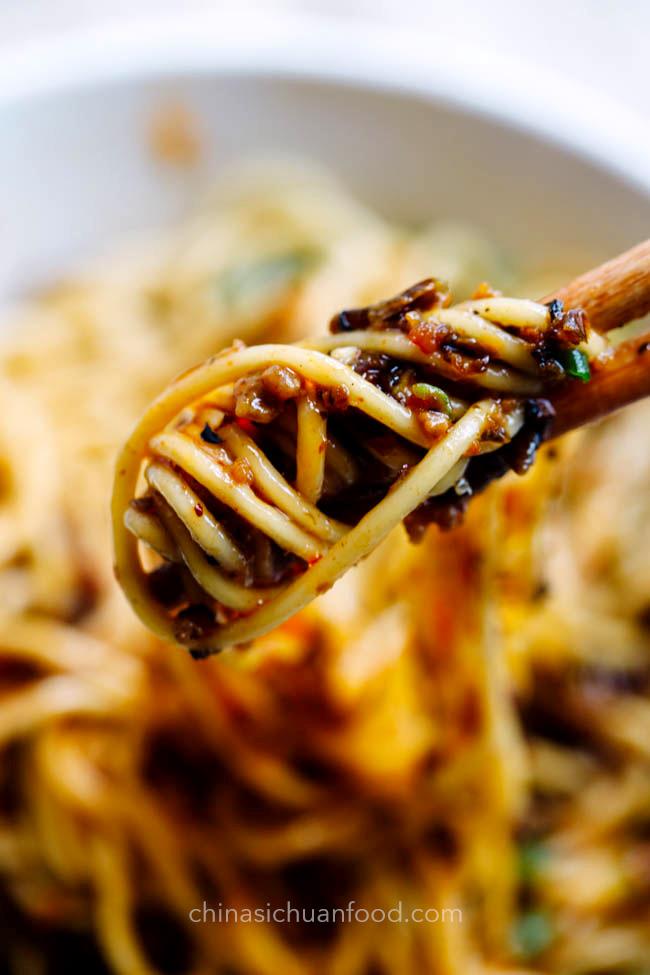 dan dan noodles chinasichuanfood.com