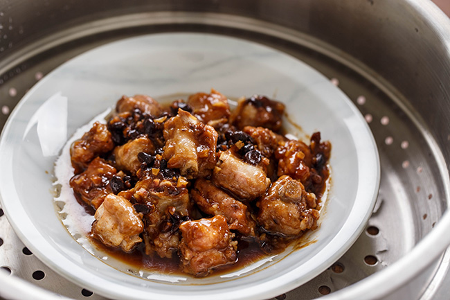 steamed ribs with fermented black beans | chinasichuanfood.com