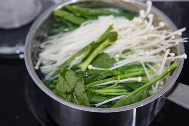 sesame spinach salad|chinasichuanfood.com