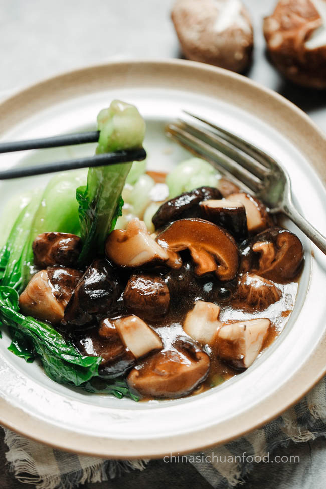 braised mushrooms with bok choy|chinasichuanfood.com
