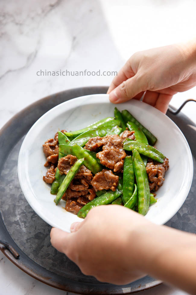 beef and snow pea stir fry|chinasichuanfood.com