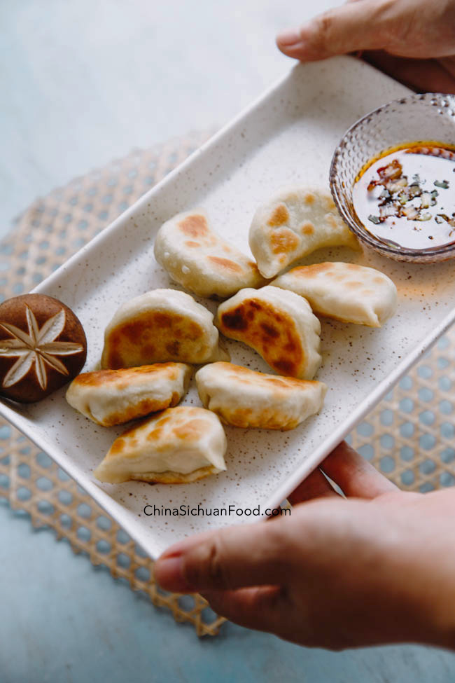 vegan potstickers with mushrooms|chinasichuanfood.com