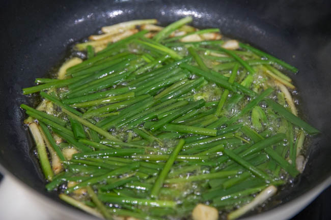 This image has an empty alt attribute; its file name is scallion-oil-noodles-14.jpg